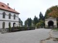 Hrad Valdštejn, klasicistní dům a kaplička