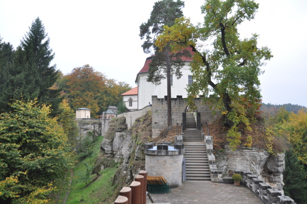 hrad_valdstejn-01