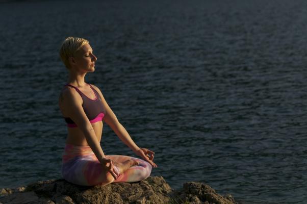 pavla-rozumberska-cviceni-hormonalni-jogy