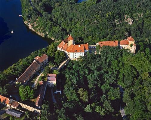 Lucemburský rok se rozjíždí vystavením kopie svatováclavské koruny z Karlštejna na hradě Veveří