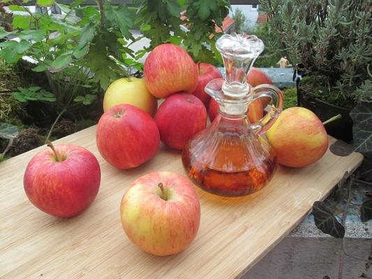 jablecny-ocet-jablka