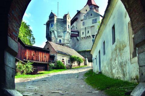 Vrchnostenská okrasná zahrada hradu Pernštejn se dočká obnovy