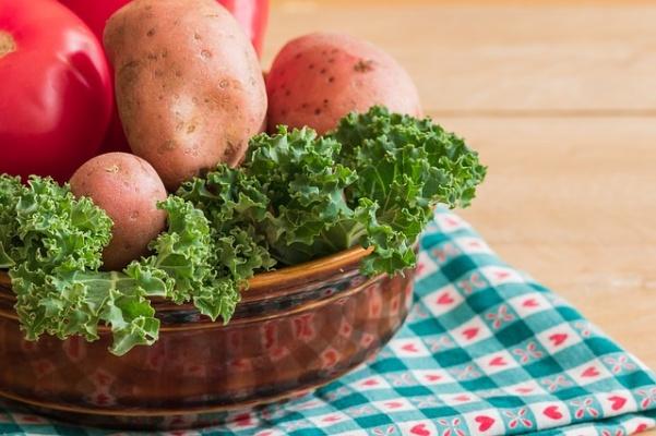 brambory a kadeřávek