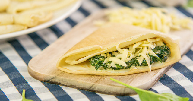 palačinka se špenátem a sýrem