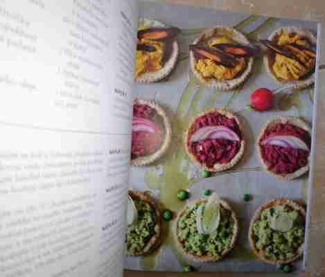 Ukázka z knihy Mini mánie Hummusové košíčky
