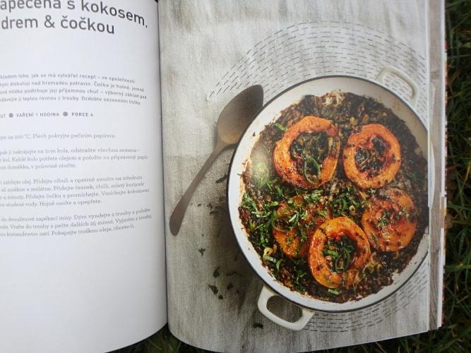fotografie receptu Dýně zapečená s kokosem, koriandrem a čočkou