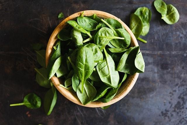 Špenát nemá obrovské zásoby železa. Je zásobárnou antioxidantů a pomáhá očím