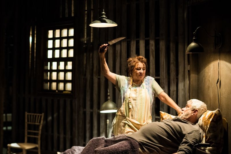 Zlata Adamovská exceluje jako Annie ve hře Misery podle Stephena Kinga