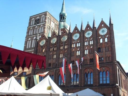 Radnice ve Stralsundu a trhy