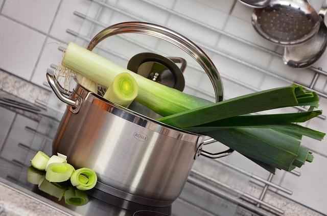 Pórek je neprávem opomíjená zelenina. Prospívá zdraví