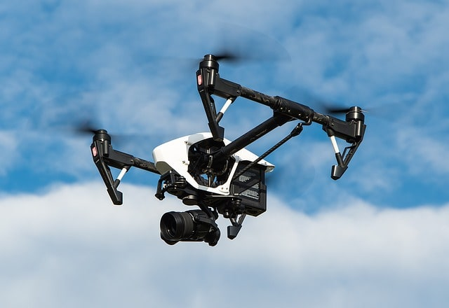 Se smartwatch nebo dronem na hory? Pozor, mráz může zničit jejich baterii
