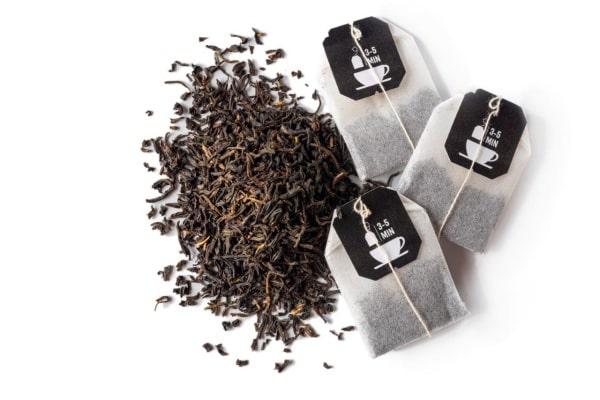 Černé sáčkové čaje obsahují množství kofeinu, ale také nežádoucí látky