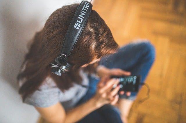 Nový fenomén: podcasty. Proč je poslouchat?