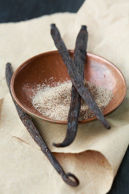 Vanilka - vanilkový lusk patří nejen k Vánocům, ale hlavně ke kvalitní cukrařině