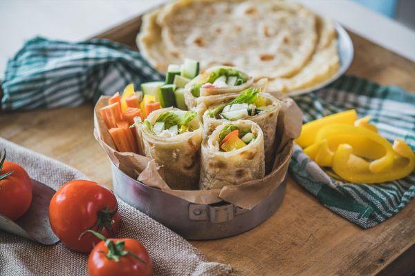 Ryby, brambory, zelenina, ovoce v hlavní roli svěžích letních receptů